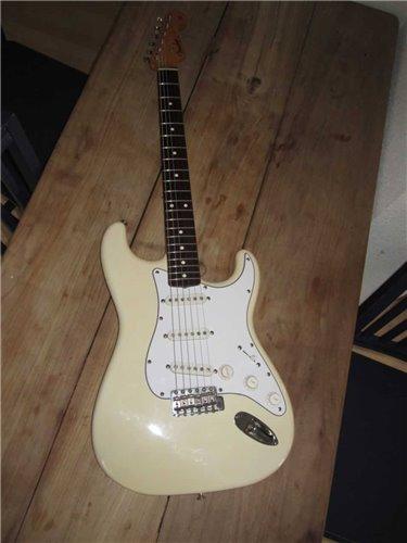 Fender Stratocaster ST62-85 JV
